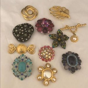 Jewelry - Bundle of brooches!